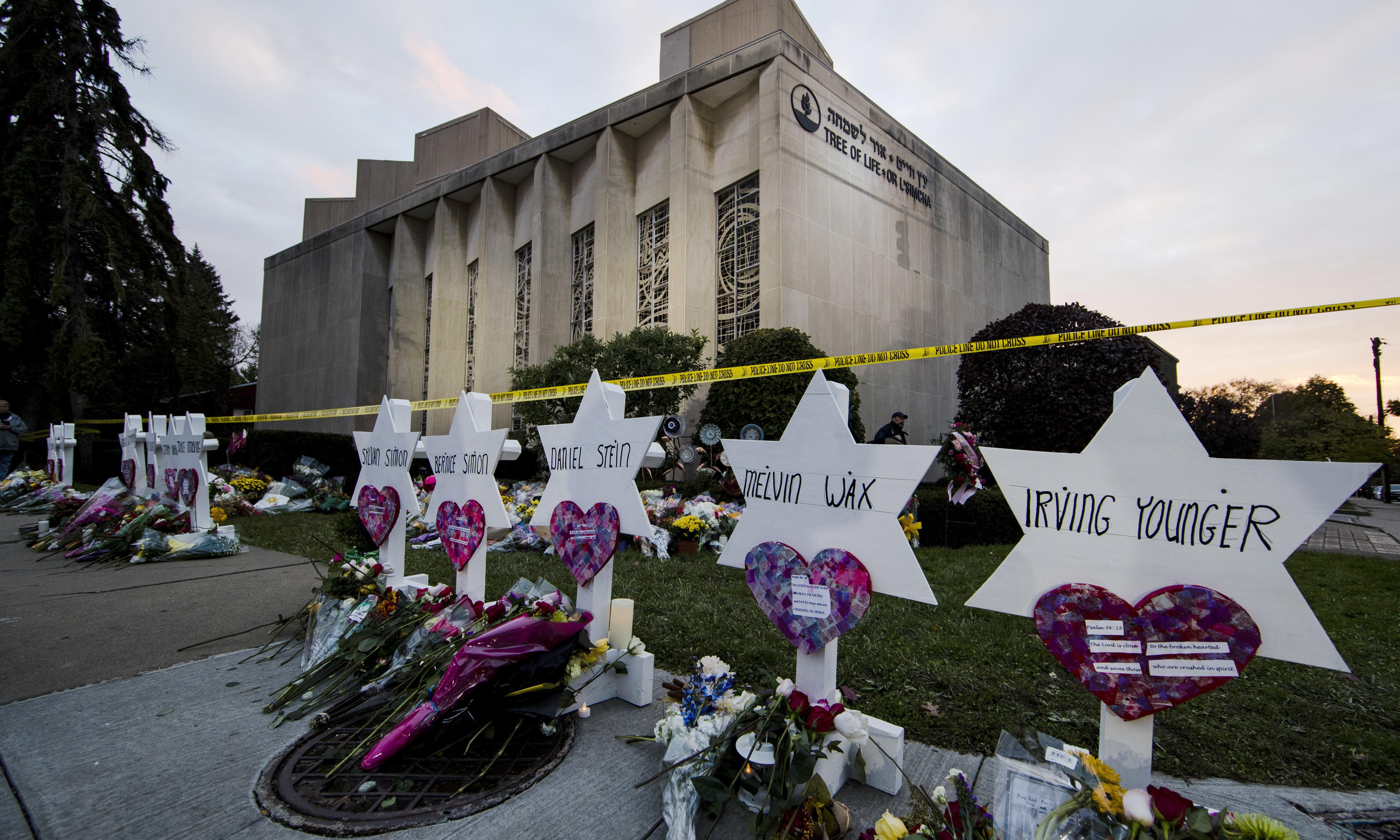Pittsburgh synagogue attack: suspect's lawyers fight potential death penalty