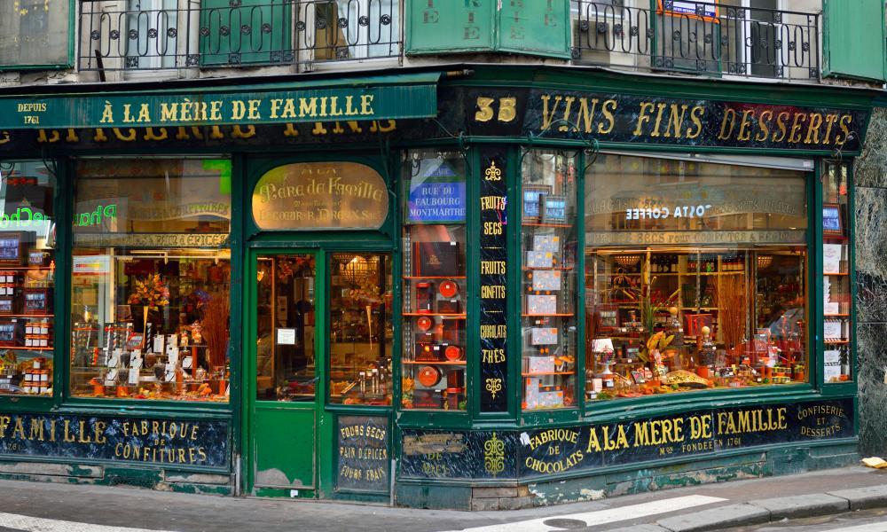 Chocolaterie A La Mere De Famille, Rue du Faubourg, Montmartre, Paris, France.
