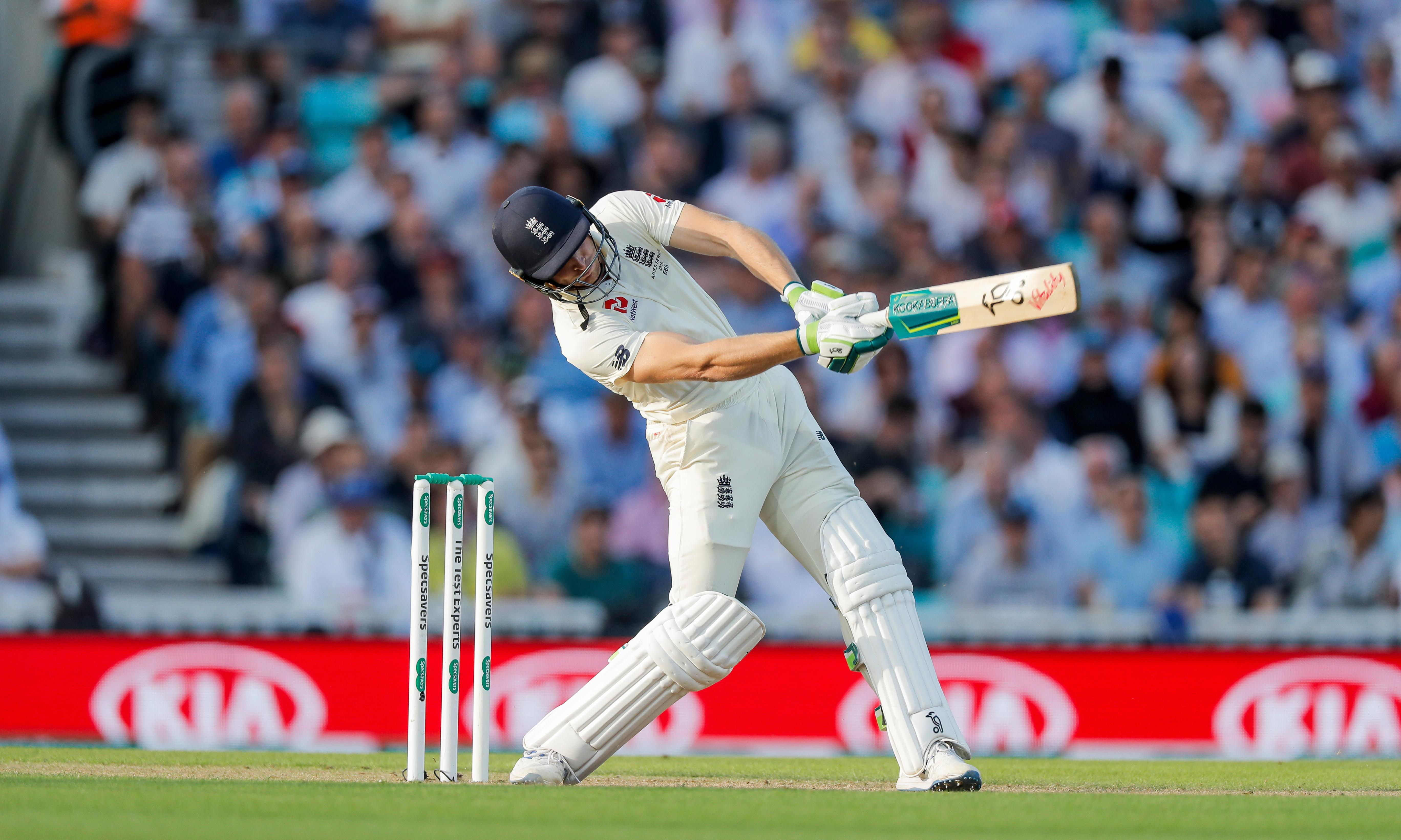 Jos Buttler keeps England afloat after familiar collapse against Australia