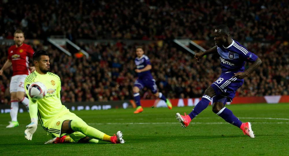 Sergio Romero saves from Frank Acheampong.