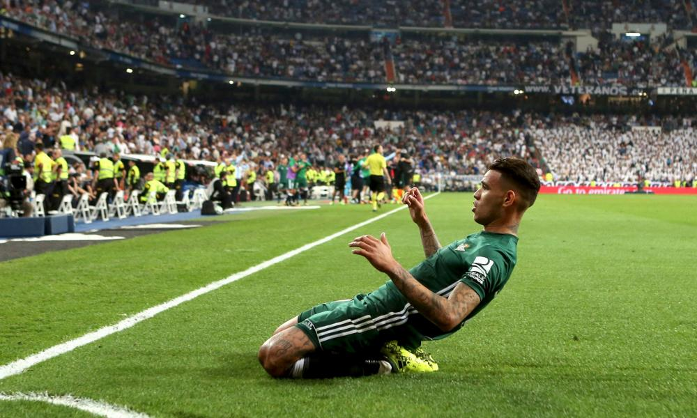 Antonio Sanabria celebrates his winner for Real Betis at the Bernabéu.