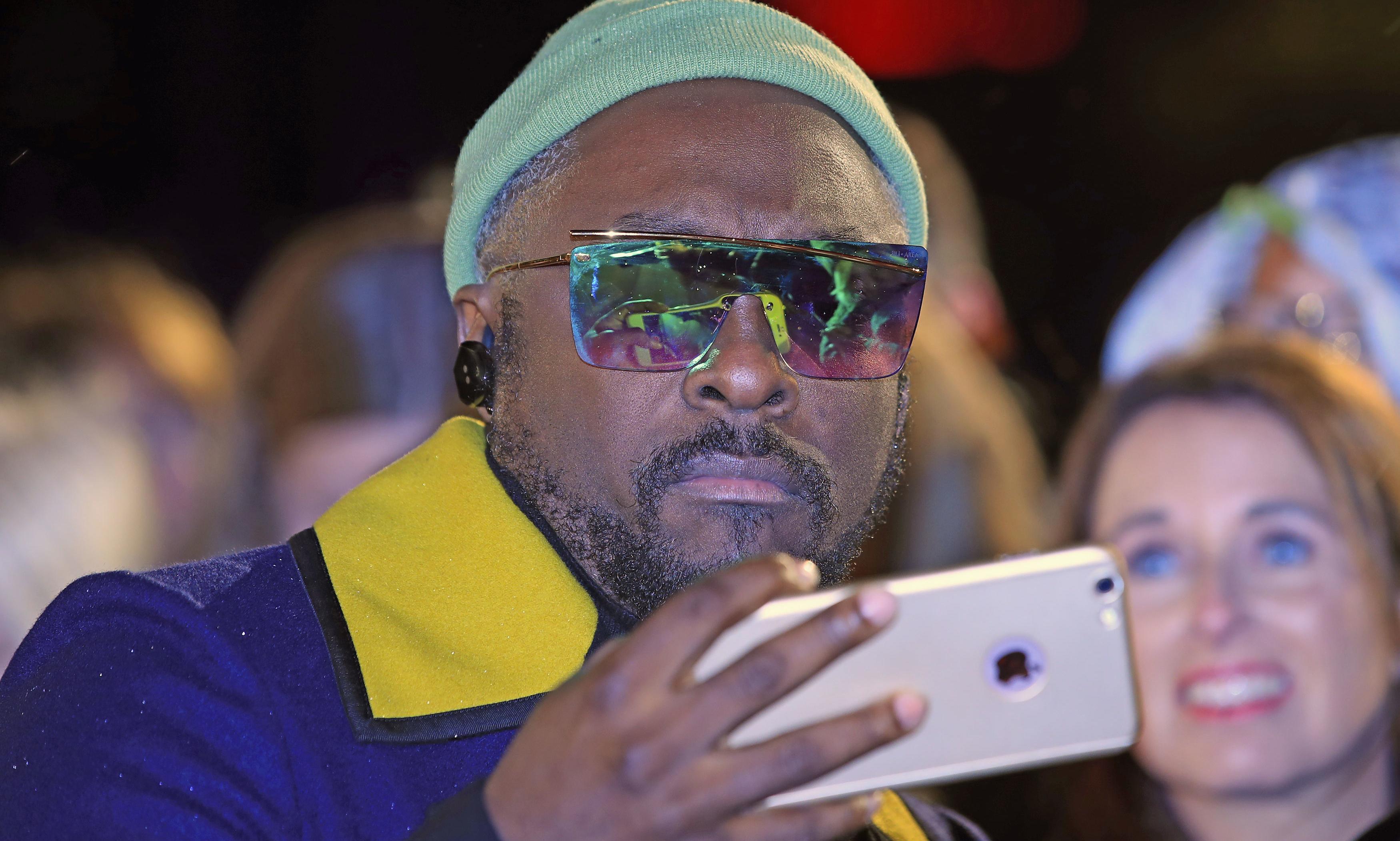 Black Eyed Peas star will.i.am accuses Qantas flight attendant of being racist