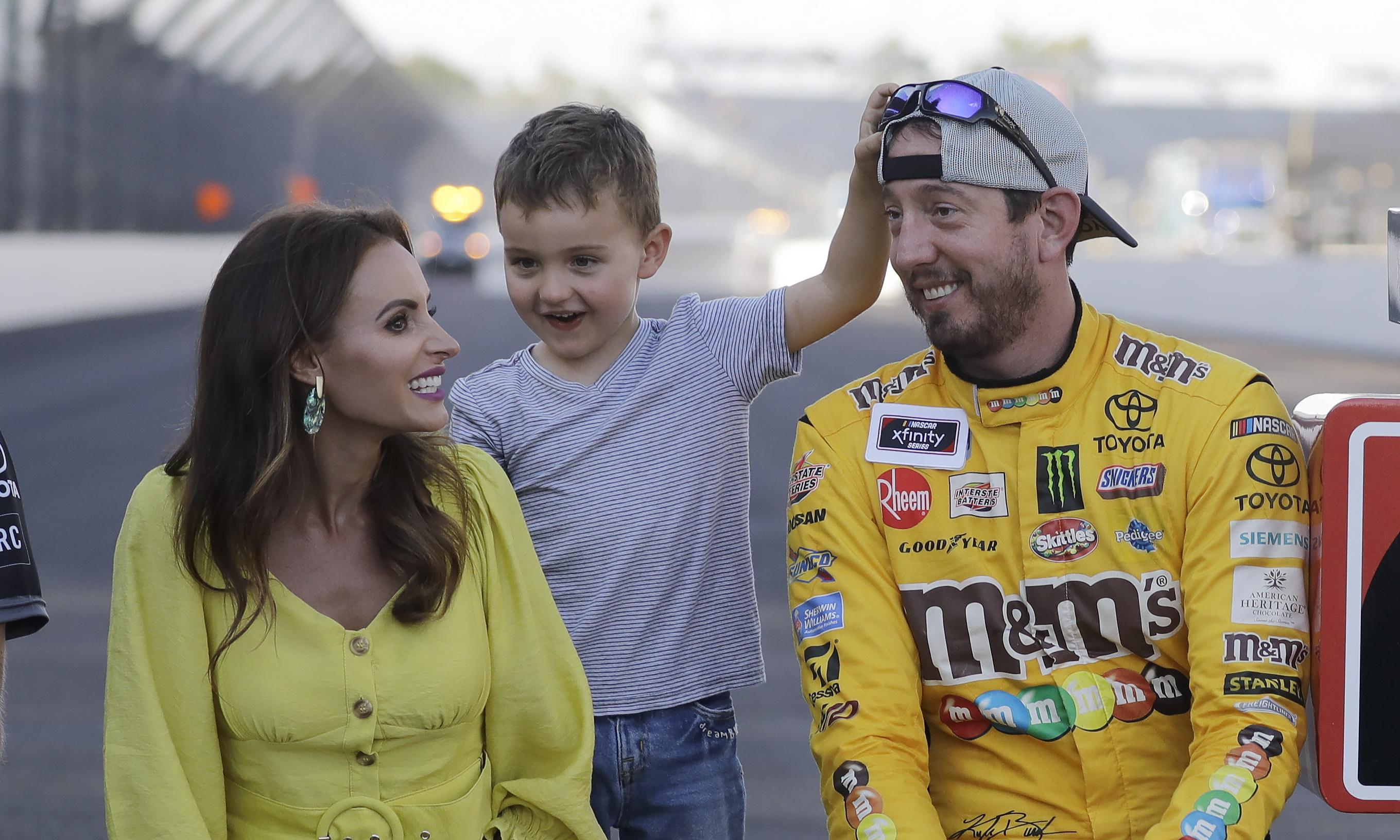 Kyle Busch wins season finale to claim his second Nascar title