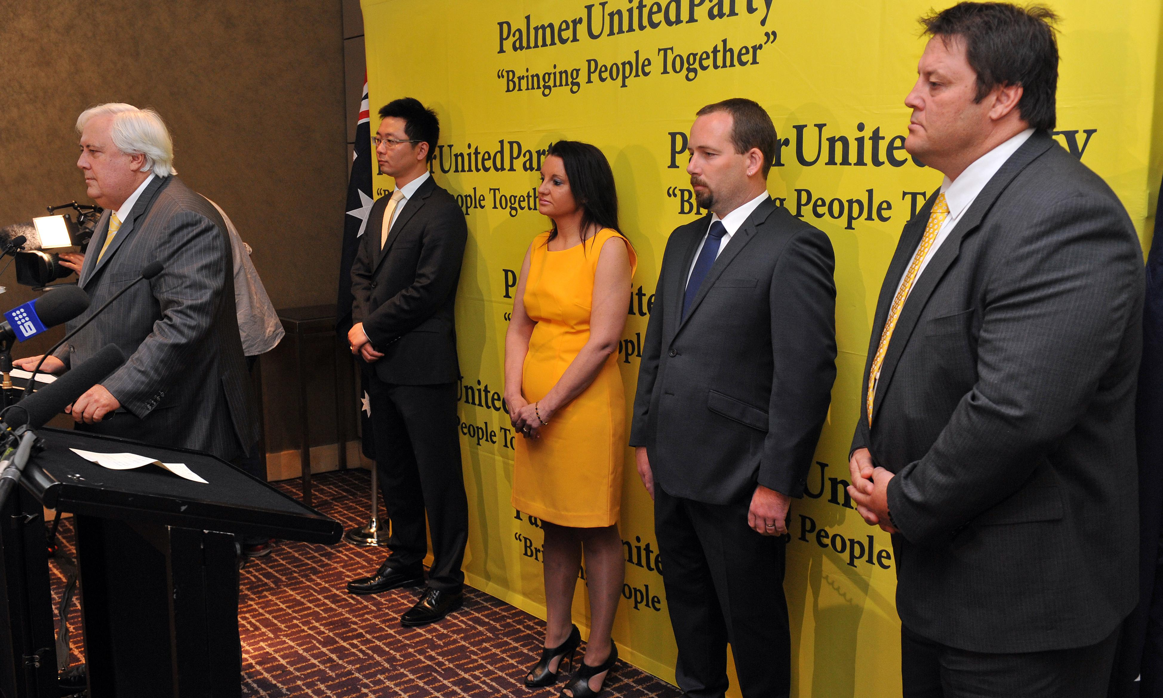Clive Palmer's candidates required to pay $400,000 if they win seat but leave party