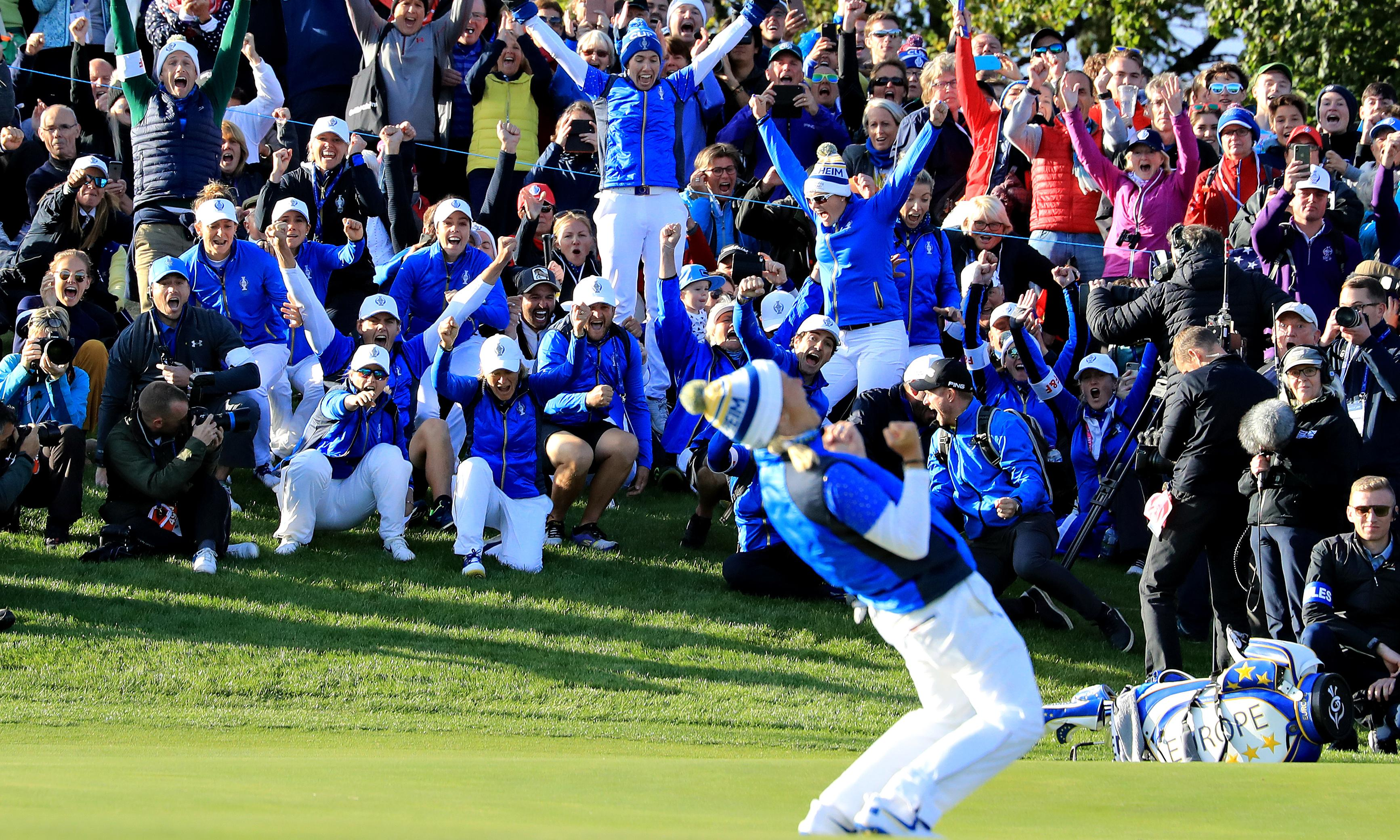 Suzann Pettersen makes putt on final green to win Solheim Cup for Europe