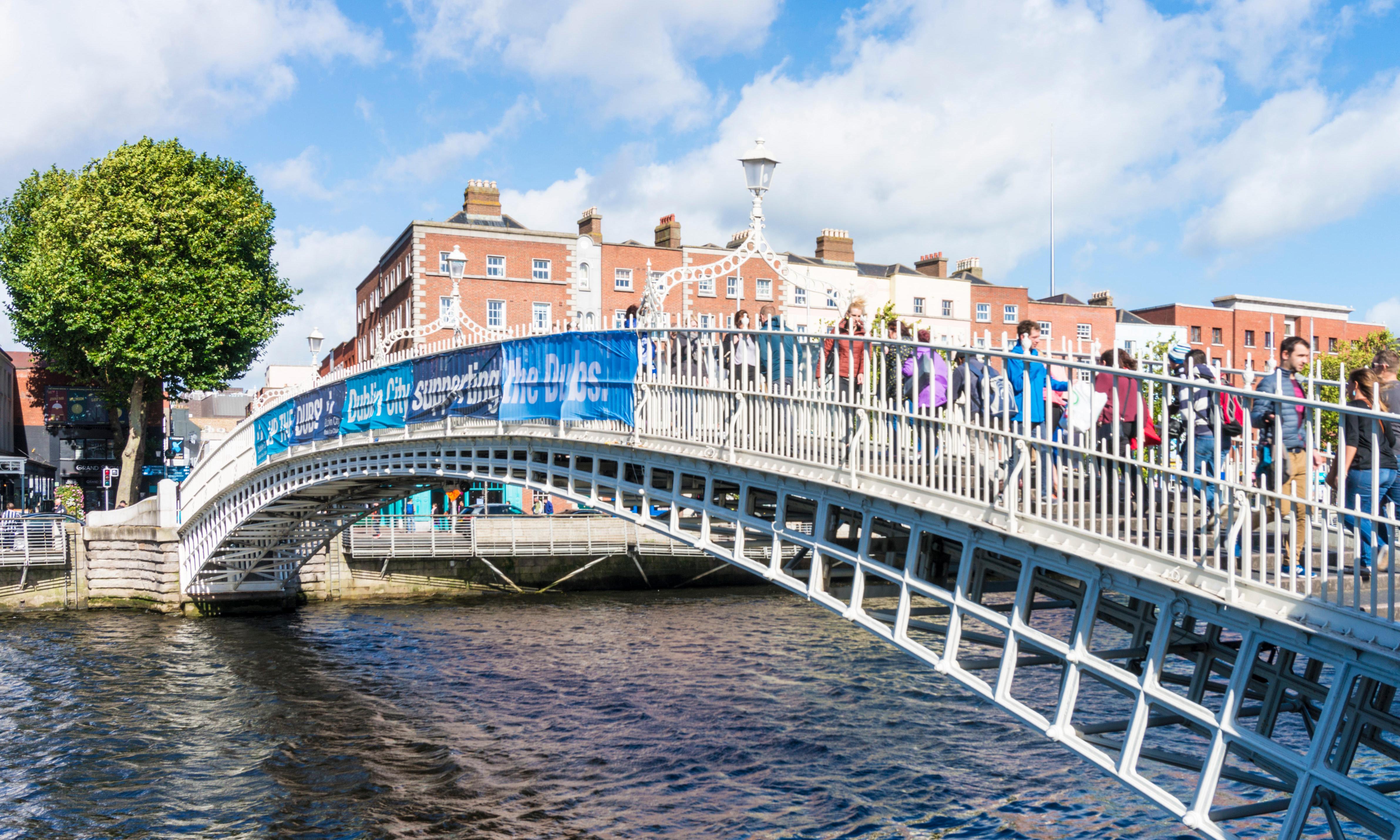 Coats for homeless removed from Dublin's Ha'penny Bridge