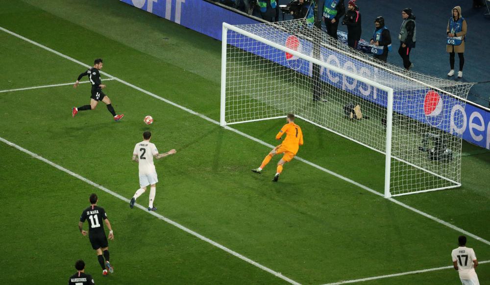 Bernat scores for PSG.