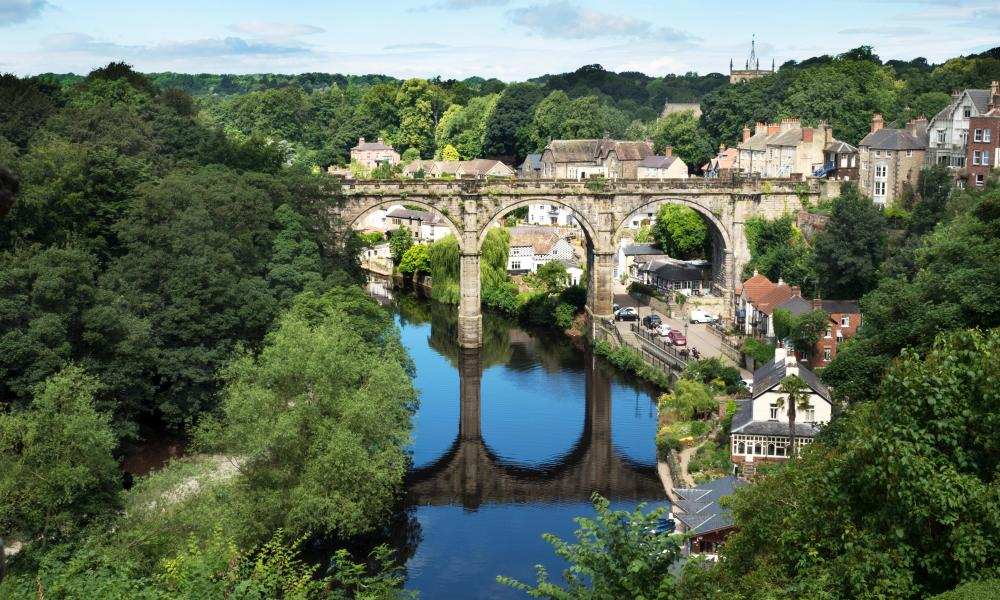 Railway viaduct over the river Nidd, Knaresborough, North Yorkshire, England, UK.