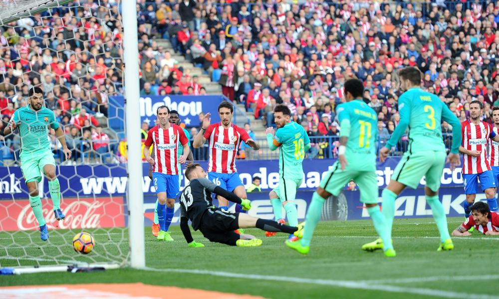 Lionel Messi scores Barcelona's winner.