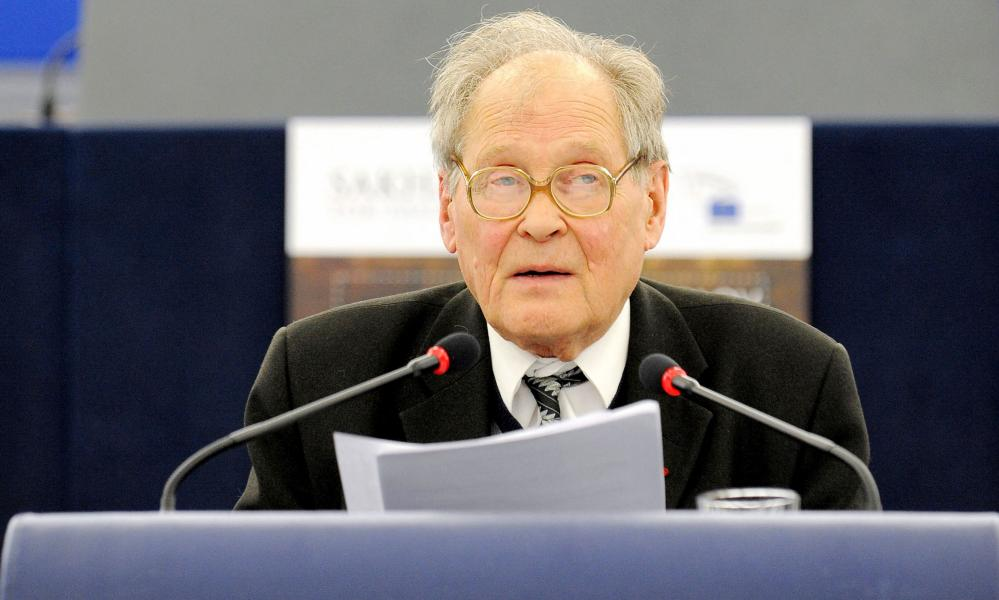 Sergei Kovalev giving a speech before receiving the Sakharov prize in Strasbourg, eastern France, in 2009.