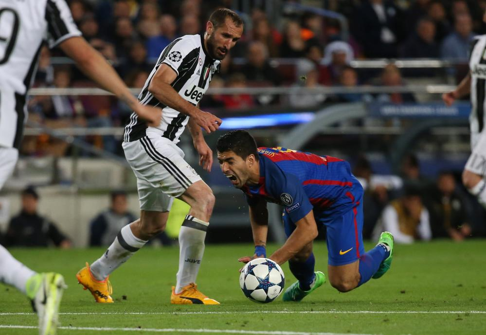 Suarez goes down, resulting in a booking for Chiellini.
