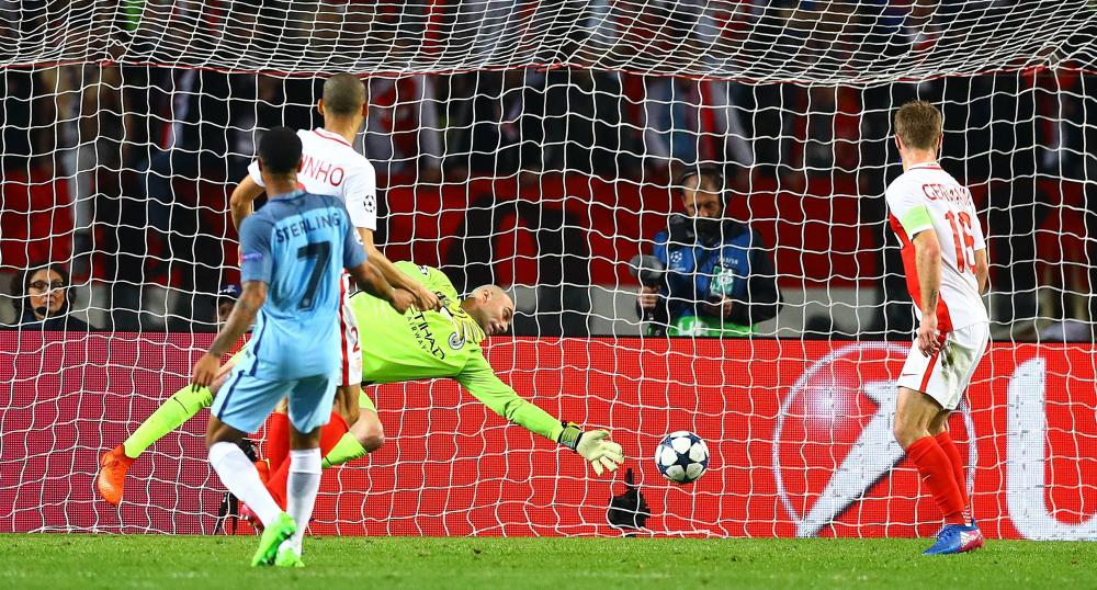 Fabinho blasts the ball past City keeper Willy Caballero to double Monaco's lead and turn this tie around.