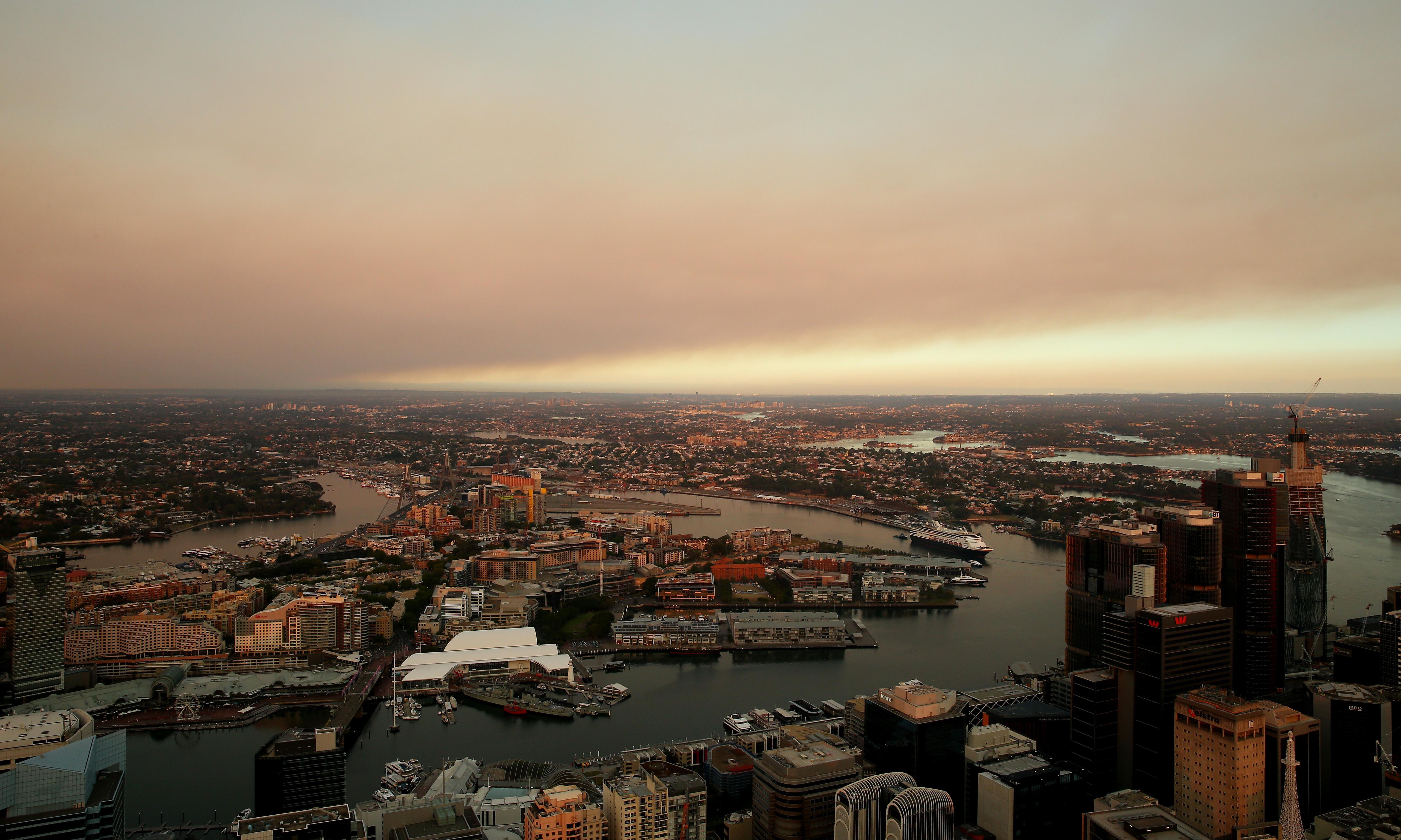 More homes threatened by NSW bushfires as hazardous smoke blankets Sydney