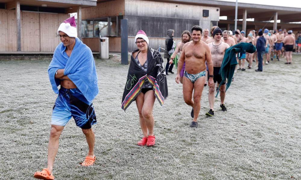 Swimmers get ready for the traditional New Year's Eve swim in Lake Moossee at Moosseedorf.