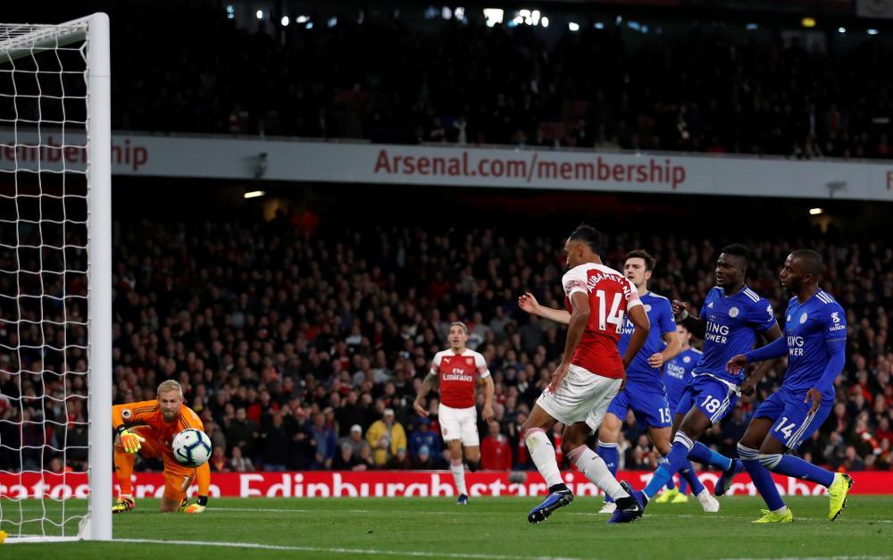 Pierre-Emerick Aubameyang scores another close-range goal.