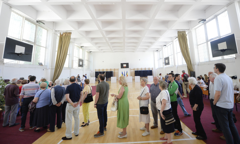 EU elections turnout rises as political landscape fragments