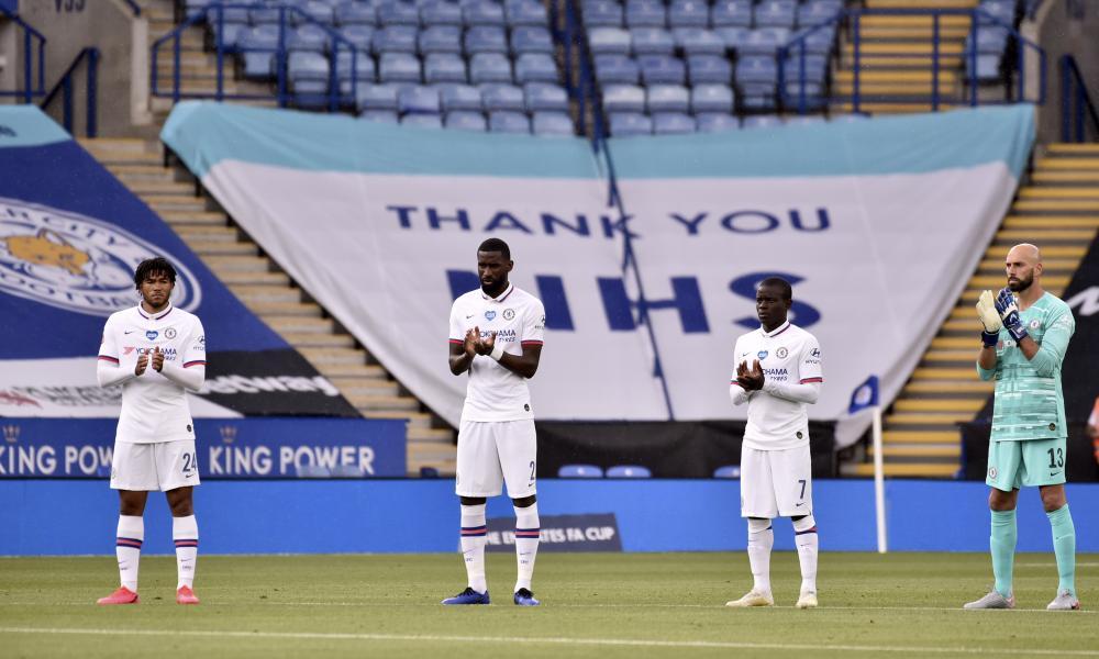 Chelsea players applaud