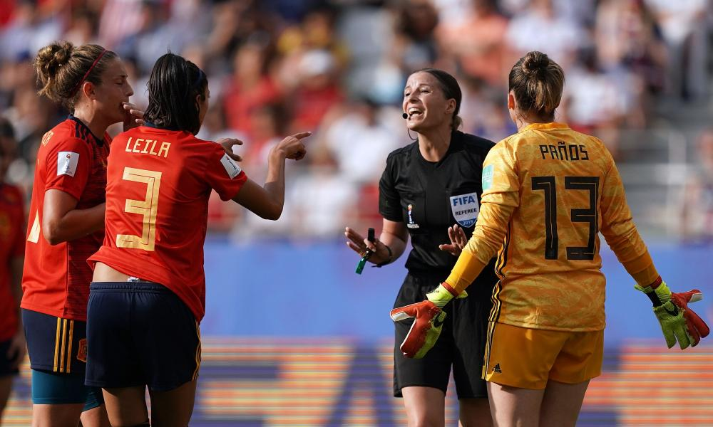 Katalin Kulcsar is confronted by Spain's Leila Ouahabi and Sandra Panos.