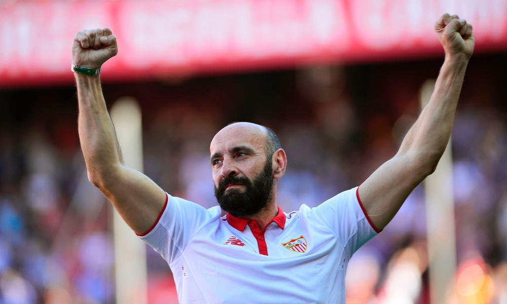 Monchi says goodbye to Sevilla's supporters before the match against Deportivo.
