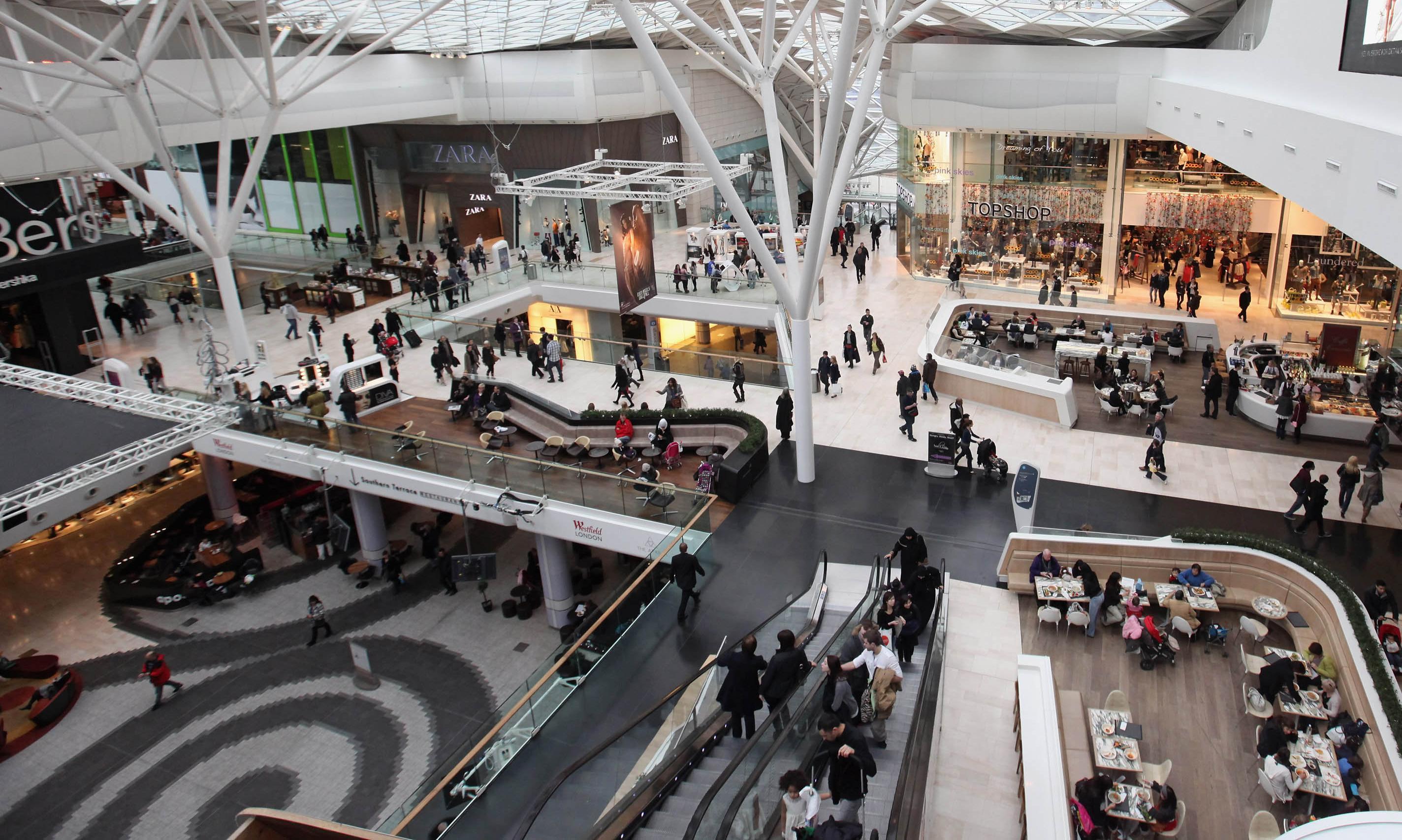 UK retail footfall dips further as shoppers shun high street