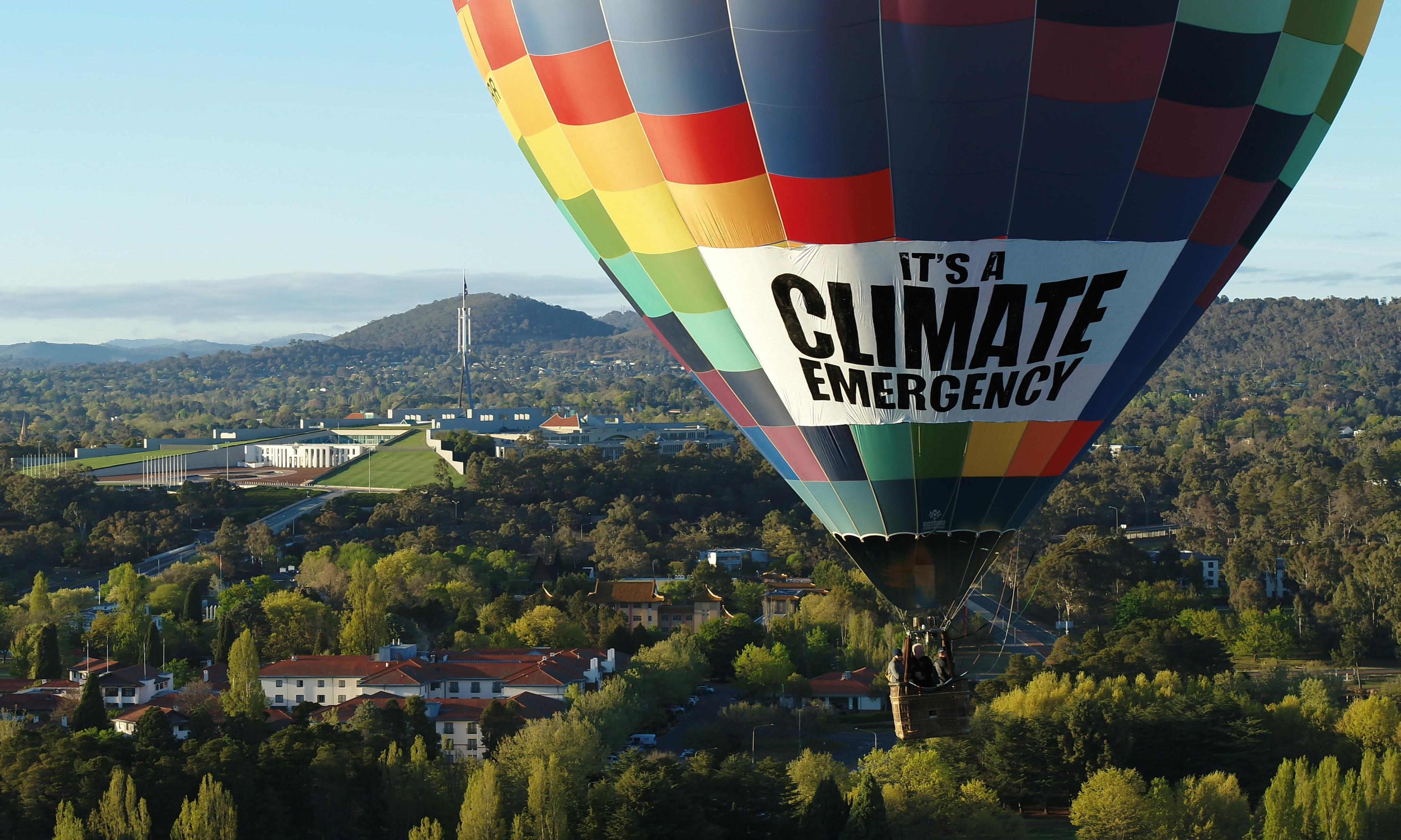 Greens' hot air balloon protest deflated by new flight restriction over parliament