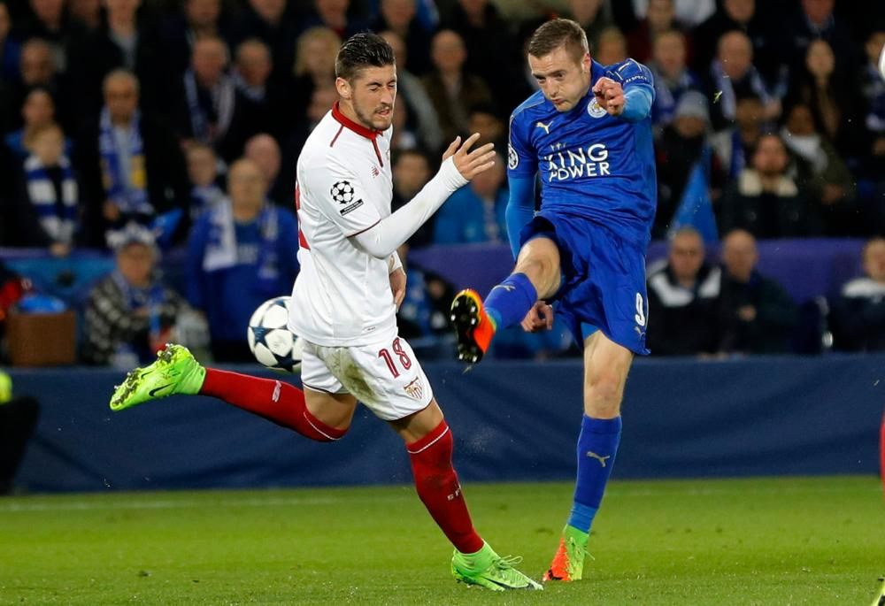Jamie Vardy's shot misses Sevilla's Sergio Escudero but unfortunately for the home side it also missed the target.
