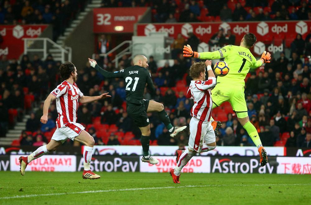 Silva nets his second goal.