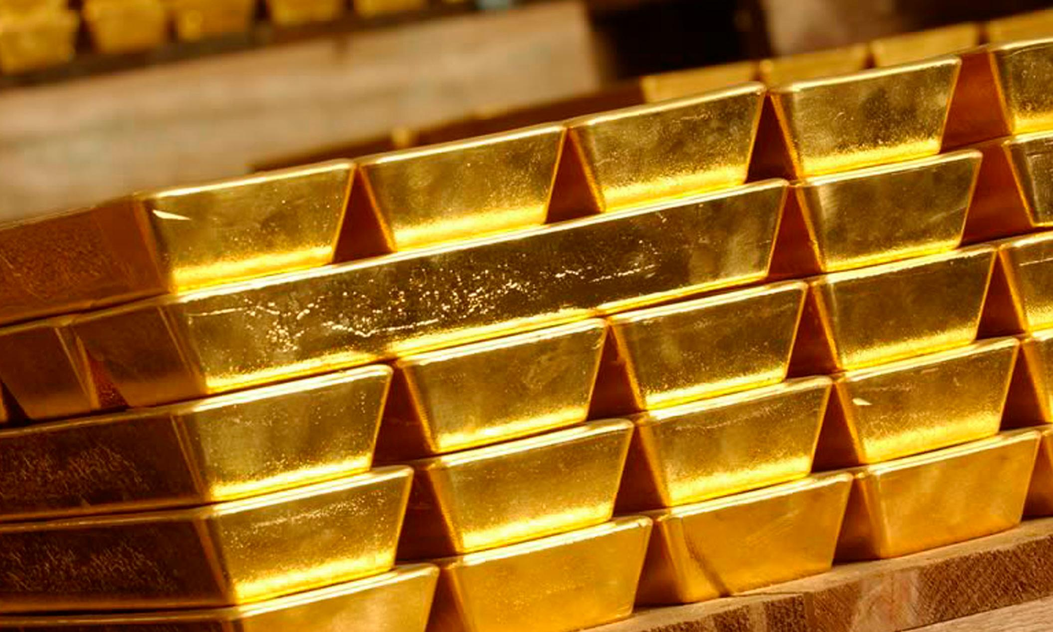 Gold price hits six-year high as investors await US interest rate cut