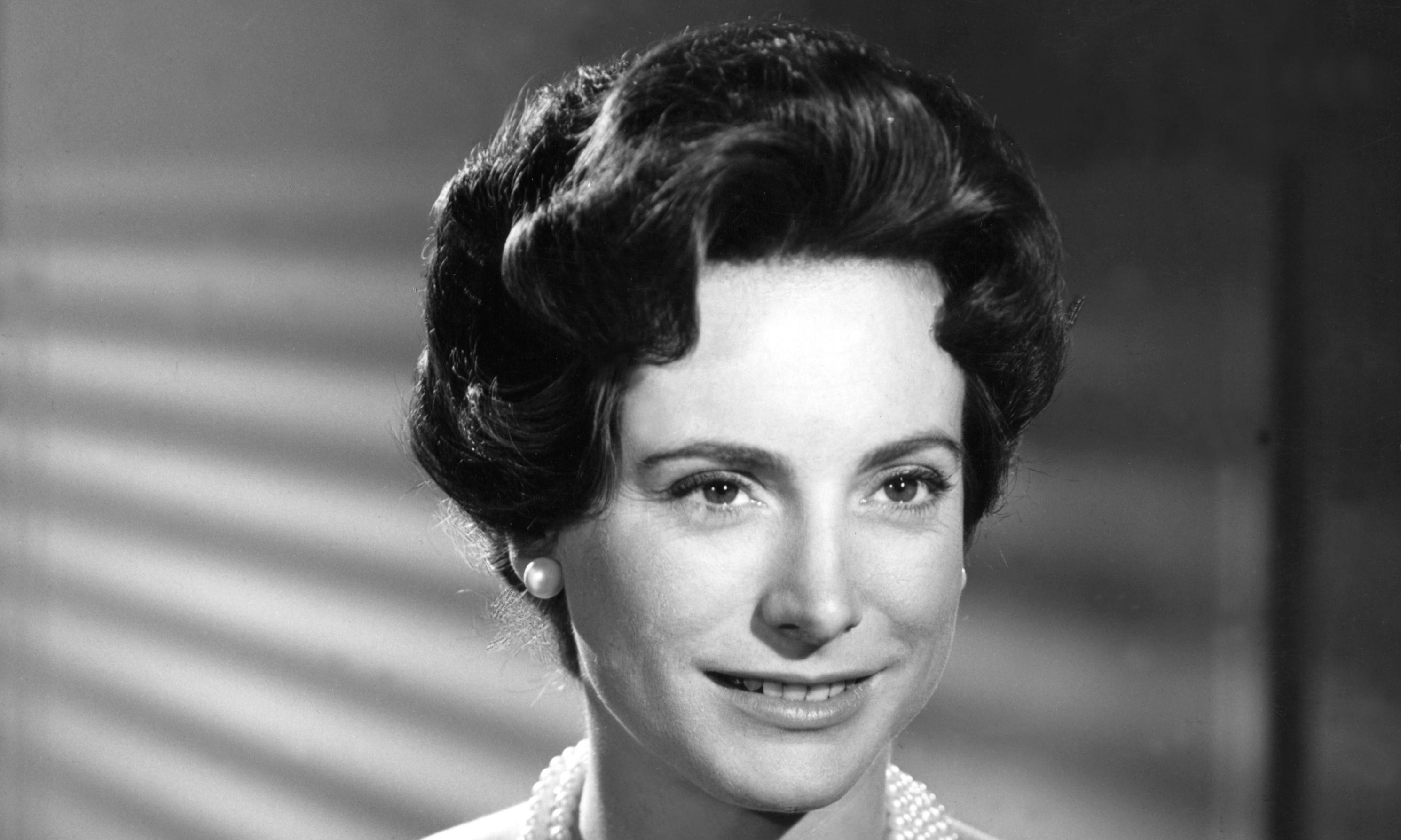Nan Winton, BBC's first female TV newsreader, dies aged 93