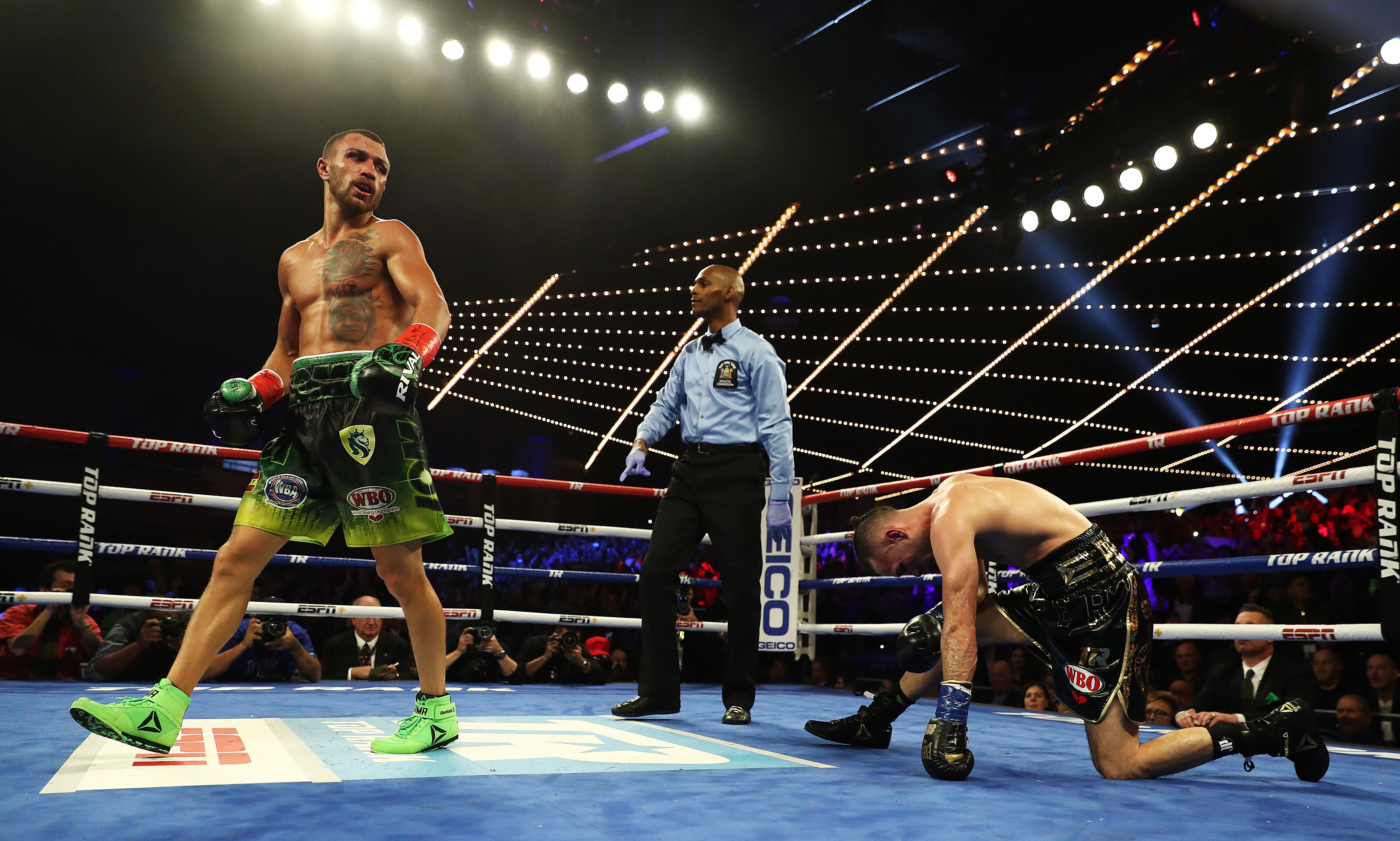 Vasiliy Lomachenko overwhelms José Pedraza late to unify lightweight titles