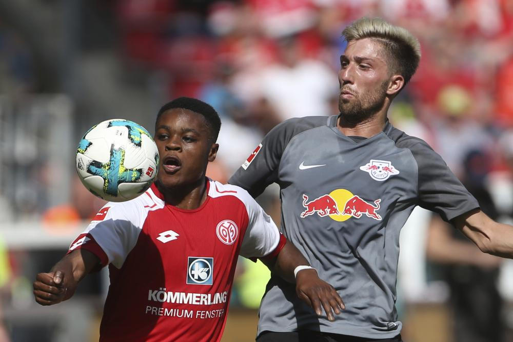 Ridle Baku, left, made a memorable debut for Mainz.