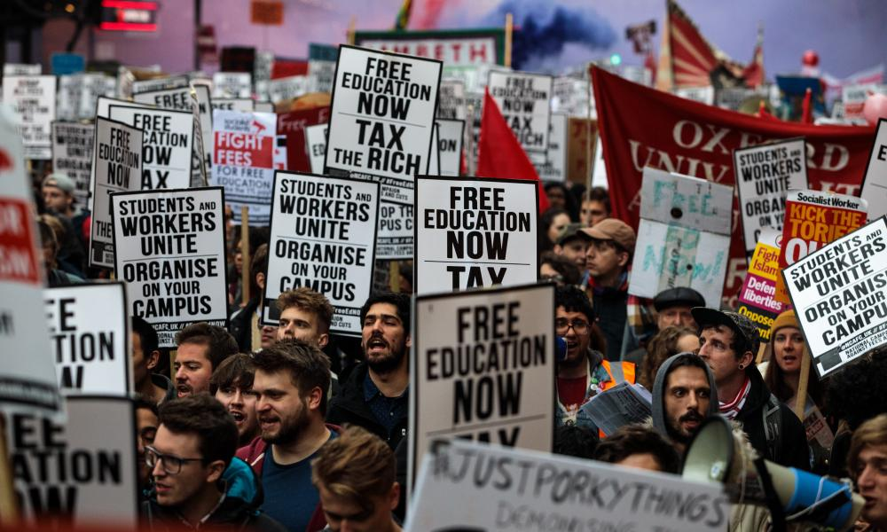 Students march to demand an end to tuition fees