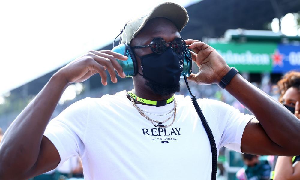 Usain Bolt walks on the grid