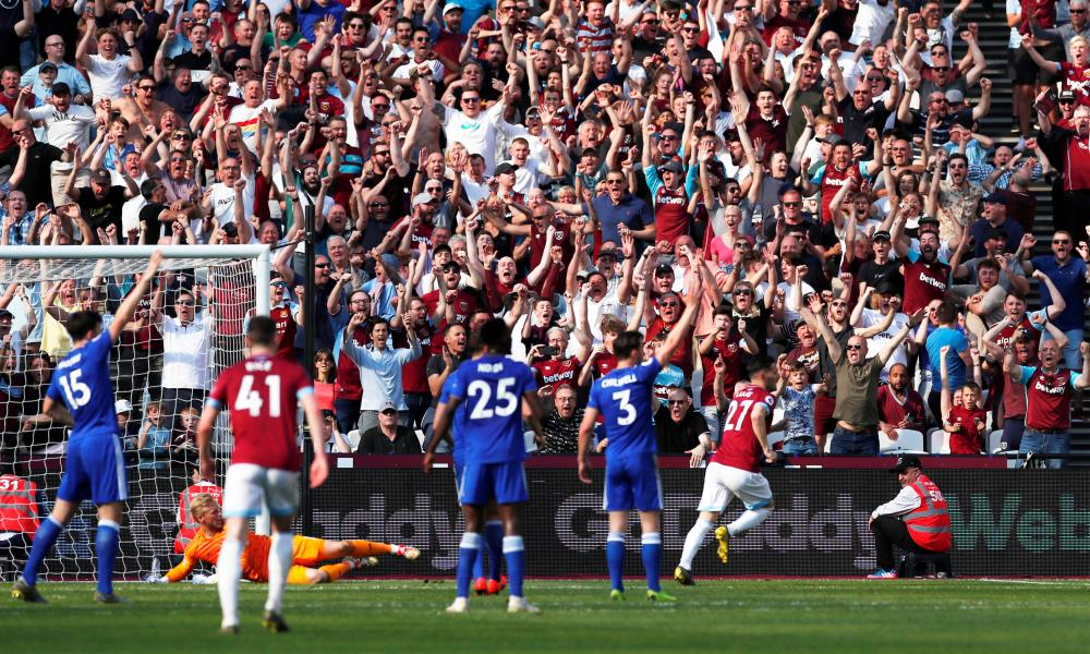 West Ham's Lucas Perez celebrates scoring their second goal.