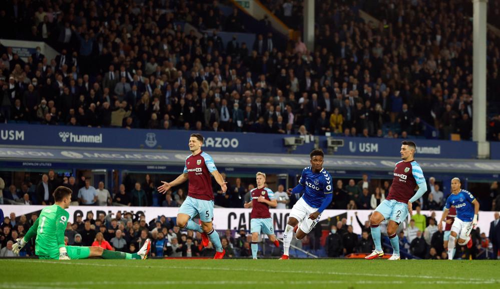 Everton's Demarai Gray celebrates scoring.
