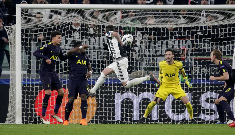Mario Mandzukic heads straight at Lloris.