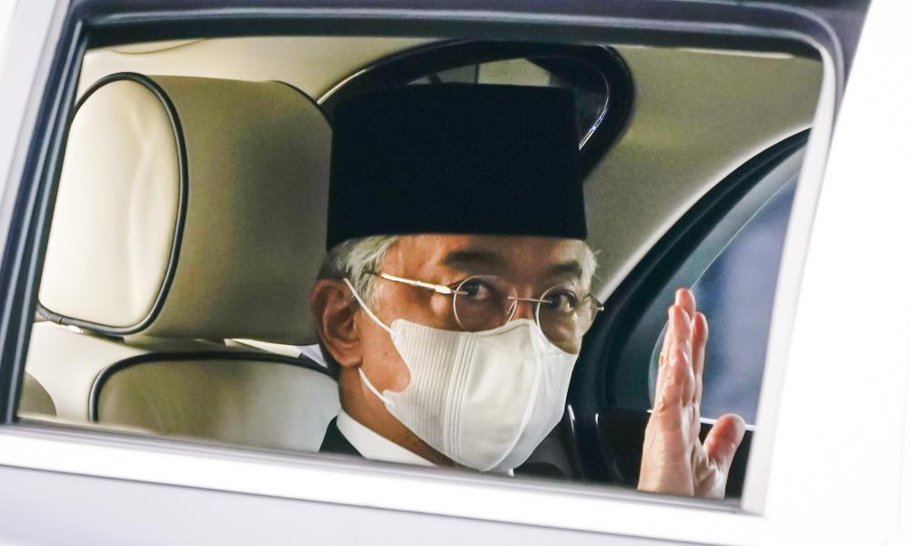 Malaysia's King Sultan Abdullah Sultan Ahmad Shah waves as he leaves National Palace in Kuala Lumpur, Malaysia, Sunday, 25 October 2020.