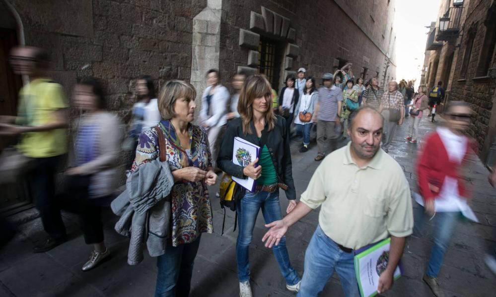 Tourists on a Hidden City Tours trip around Barcelona.