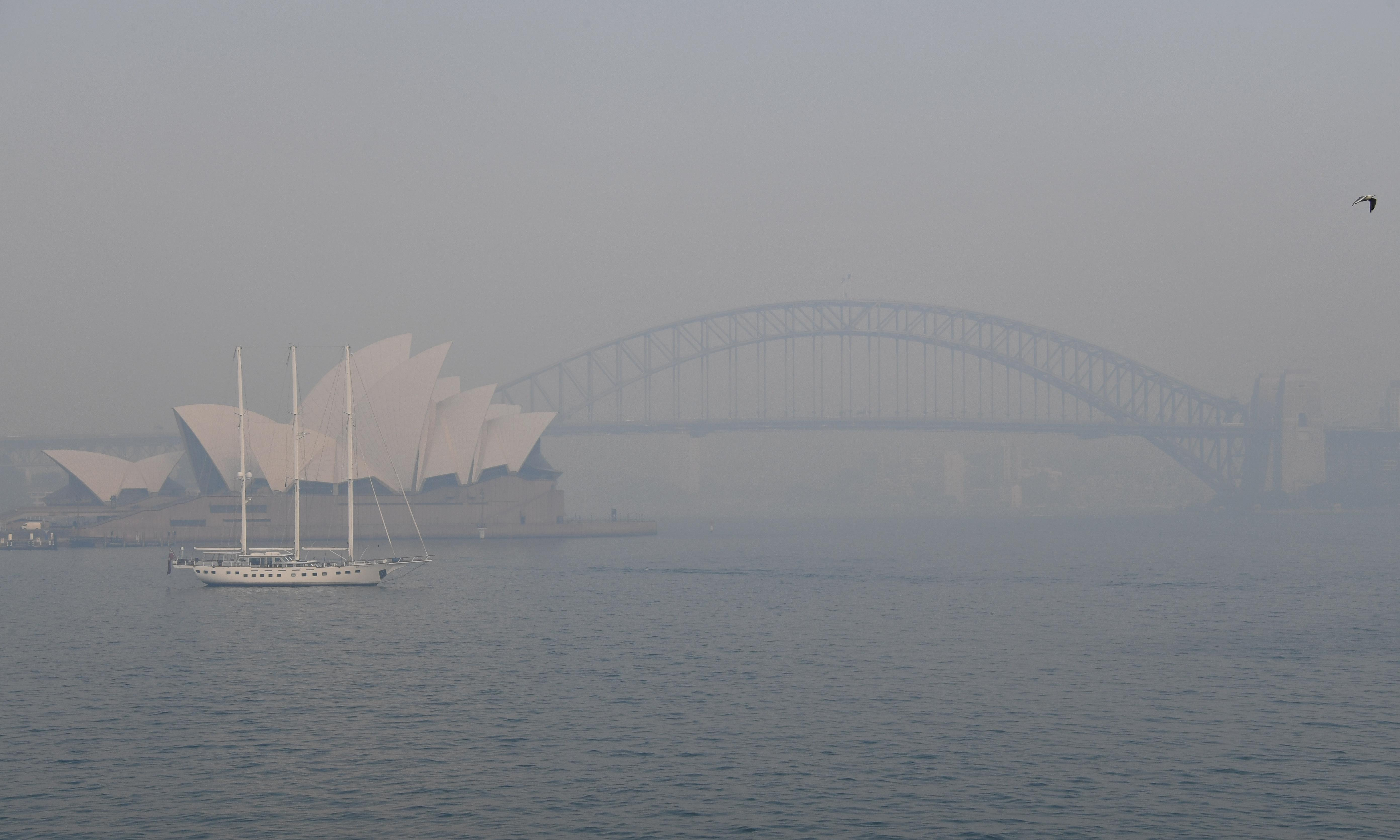 'Hazardous' air quality from bushfire smoke triggers spike in hospital admissions