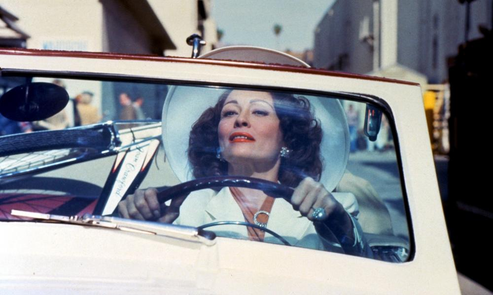 1981, MOMMIE DEARESTFAYE DUNAWAY Character(s): Joan Crawford Film 'MOMMIE DEAREST' (1981) Directed By FRANK PERRY 16 September 1981 SAD13436 Allstar/PARAMOUNT **WARNING** This Photograph is for editorial use only and is the copyright of PARAMOUNT and/or the Photographer assigned by the Film or Production Company & can only be reproduced by publications in conjunction with the promotion of the above Film. A Mandatory Credit To PARAMOUNT is required. The Photographer should also be credited when known. No commercial use can be granted without written authority from the Film Company.