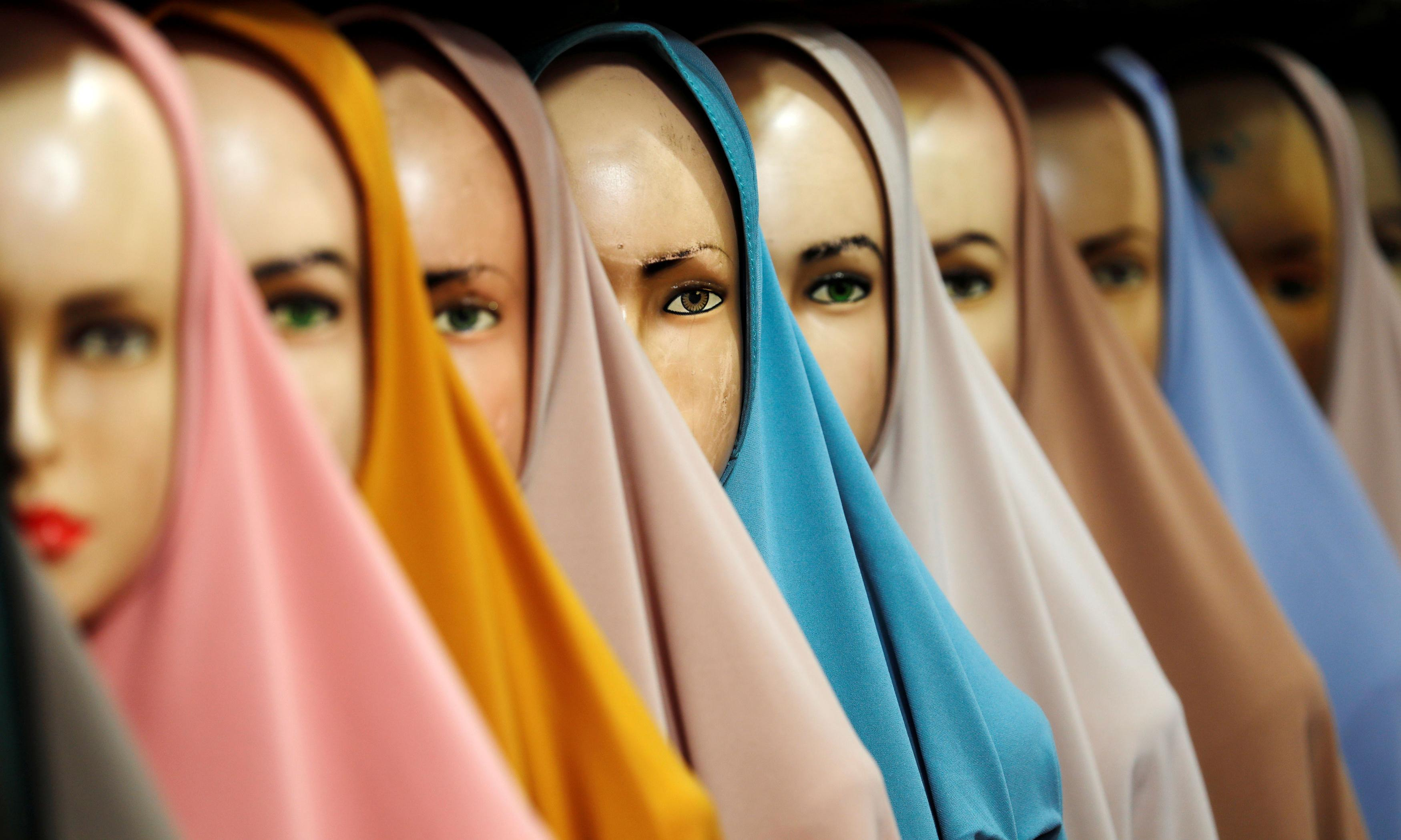 Woman allegedly forced to remove hijab for mugshot gets $120,000 in settlement