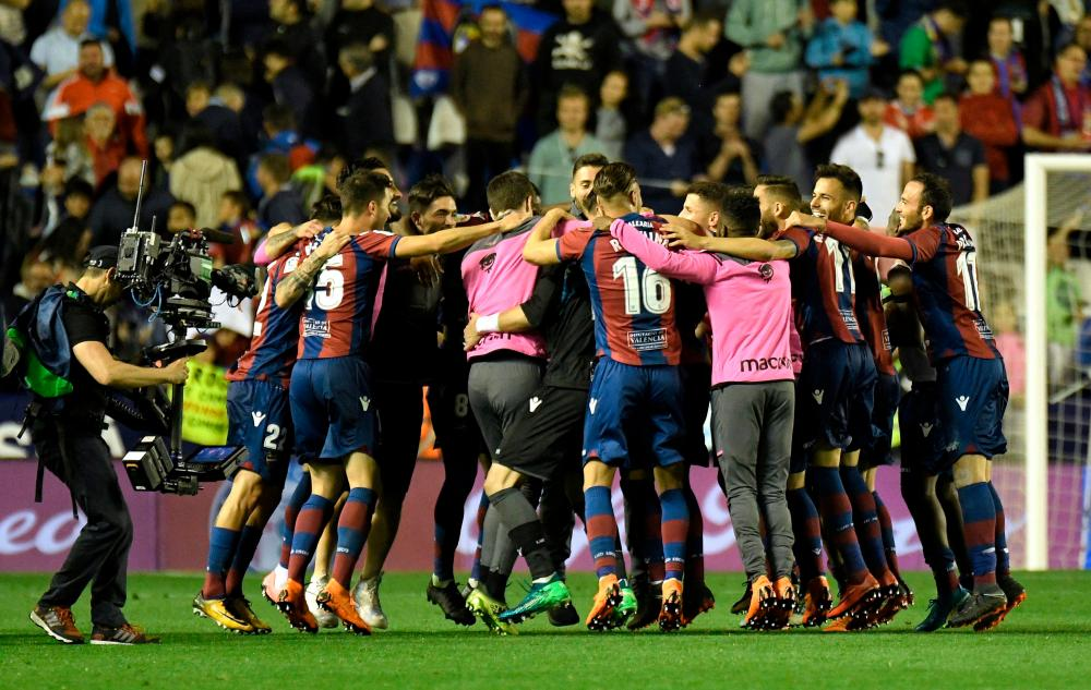 Levante players celebrate at the end.