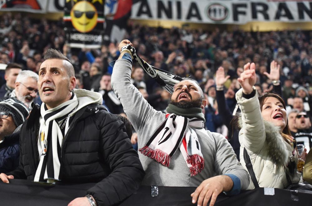 Juventus' supporters celebrate the victory.