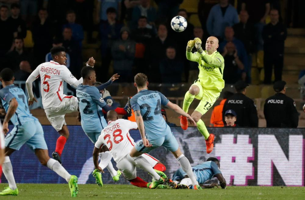 Manchester City's Willy Caballero punches clear.