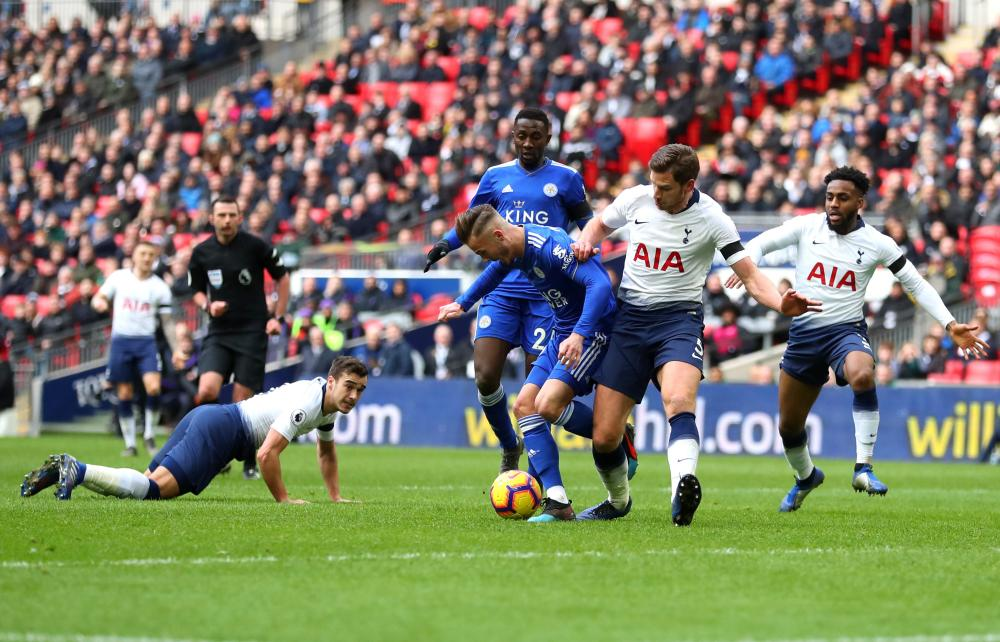 Vertonghen tackles Maddison, which leads to the penalty.