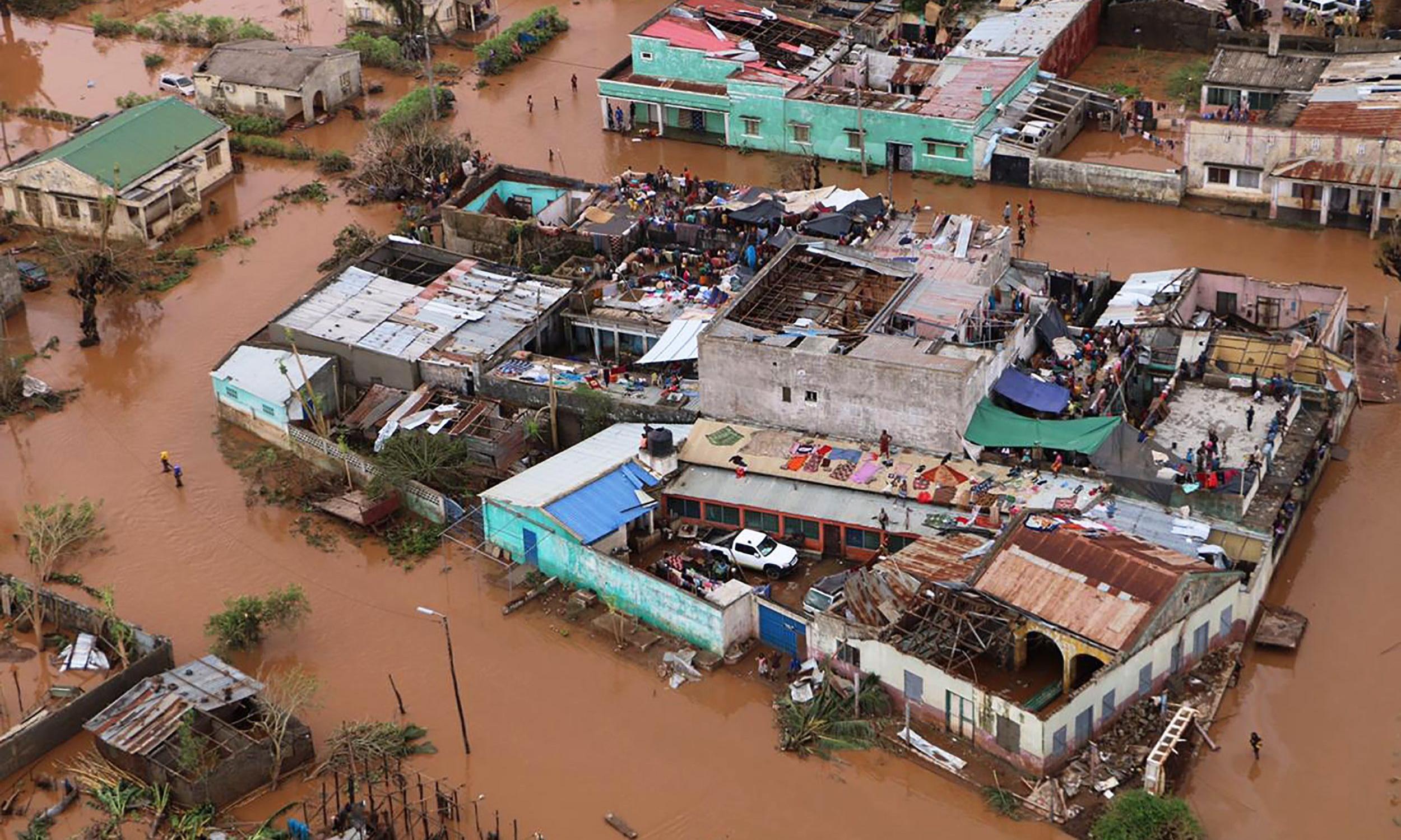 Mozambique rescue teams struggle to save thousands