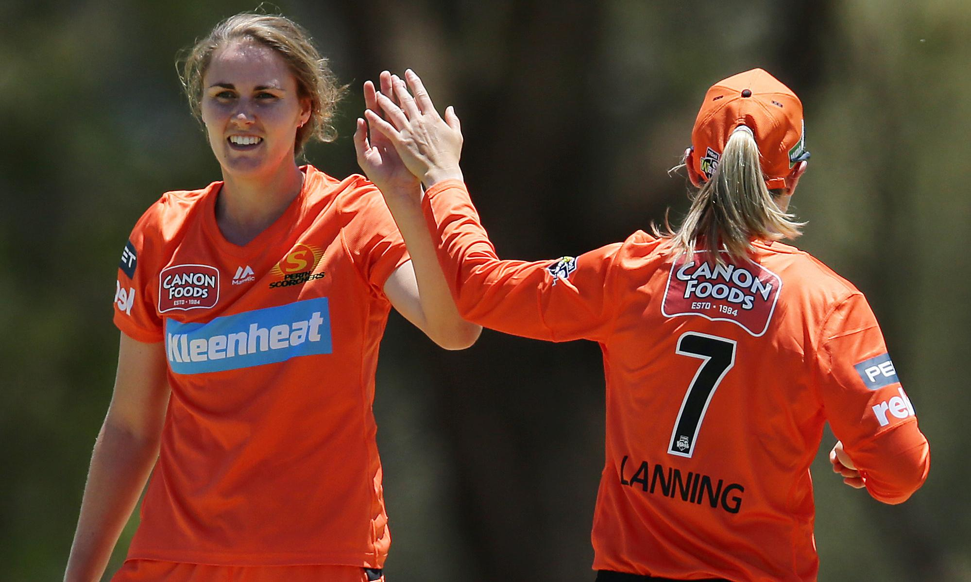 Scorchers smash Perry-less Sixers to climb WBBL