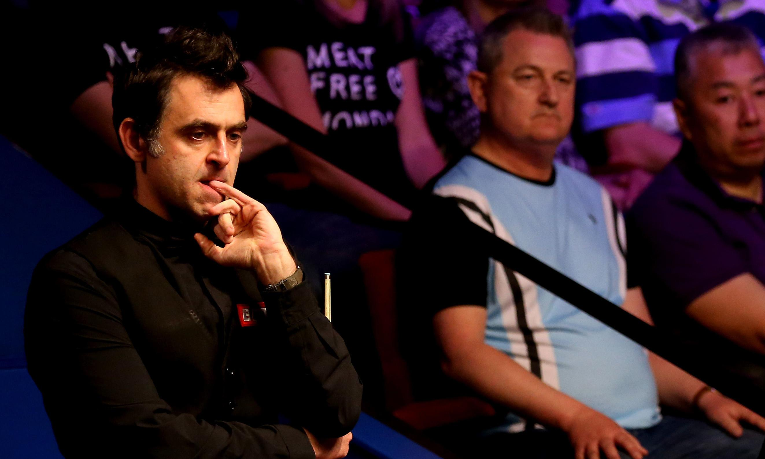 Ronnie O'Sullivan trails amateur 5-4 James Cahill after opening session