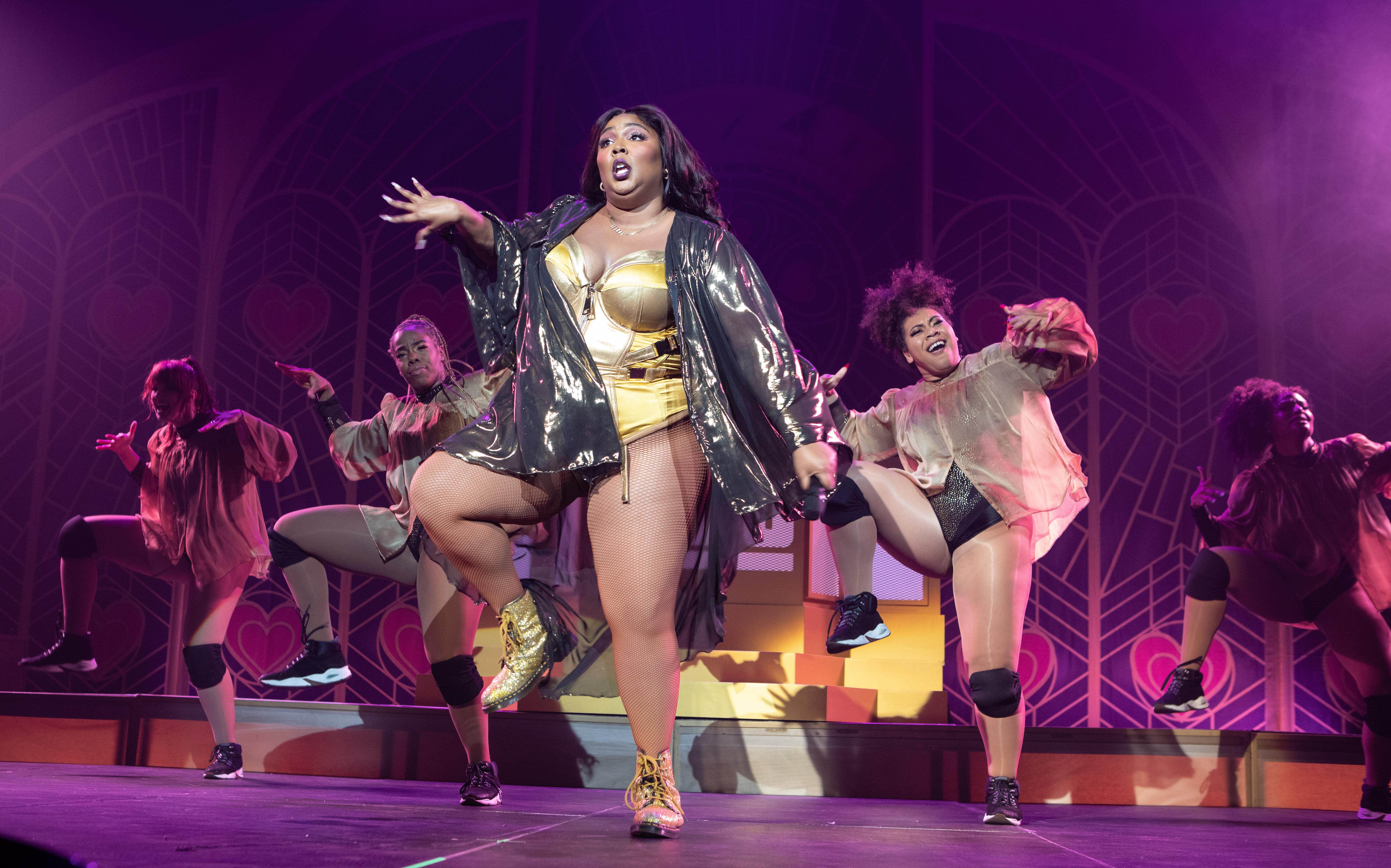 Lizzo review – a joyful, slightly rude hug of a night out