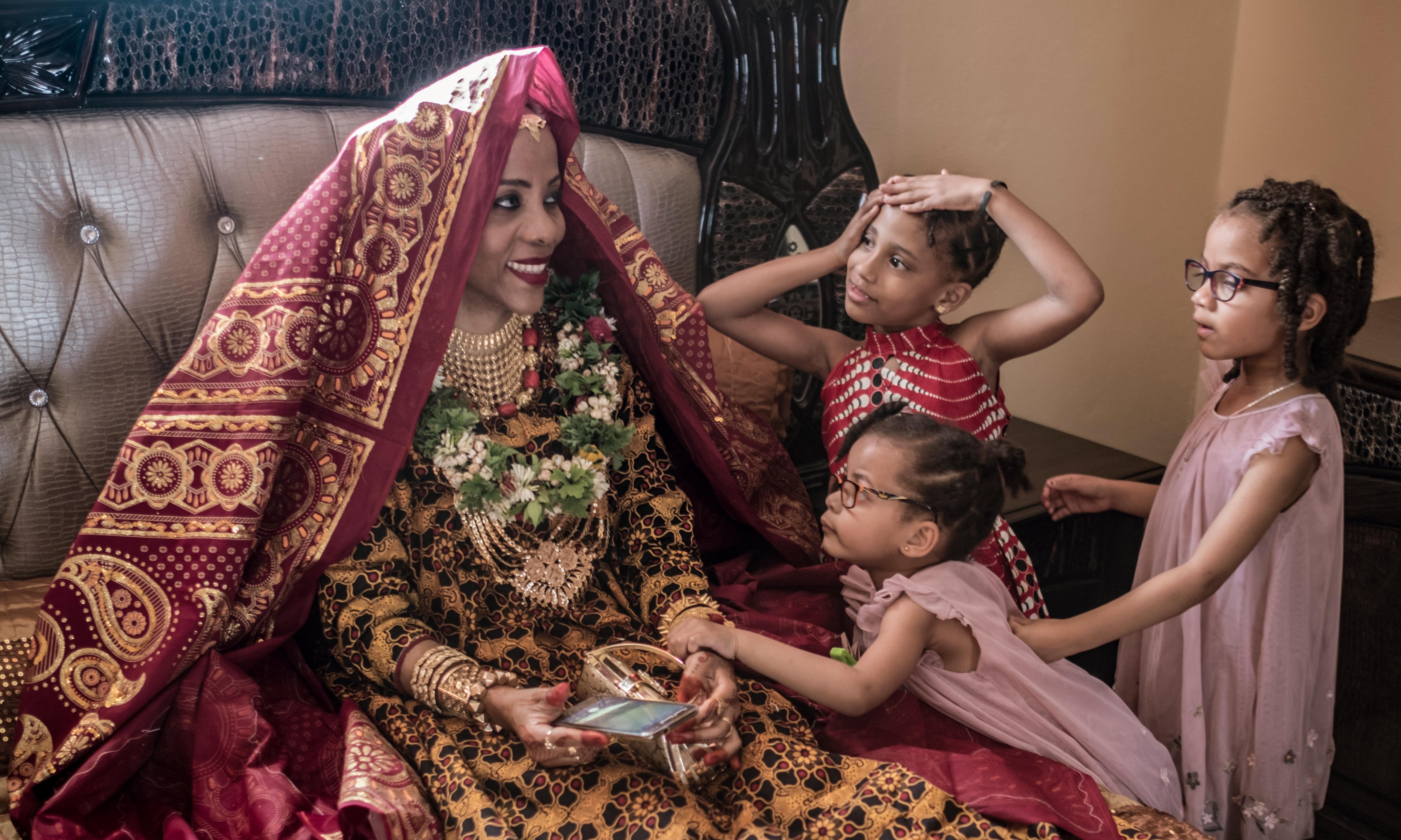 Bullfighting, dancing and spending big: a wedding in the Comoros – photo essay